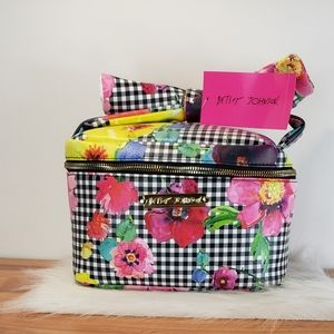 *NWT* Betsey Johnson Bow Top Train Case